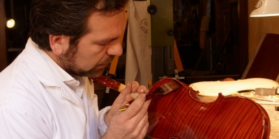 Blue violins, diamonds, gold and more: an interview with the luthier Stefano Trabucchi