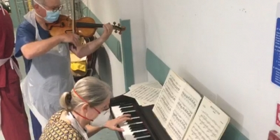 Doctors play Ave Maria after patient's COVID-19 recovery